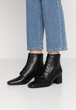 LEATHER BOOTIES - Botines bajos - black