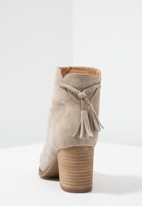 Anna Field - LEATHER CLASSIC ANKLE BOOTS - Classic ankle boots - taupe - 5