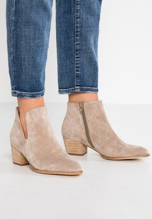 LEATHER CLASSIC ANKLE BOOTS - Støvletter - taupe