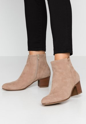LEATHER BOOTIES - Botki - taupe