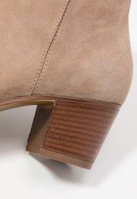 Anna Field - LEATHER BOOTIES - Classic ankle boots - taupe - 2