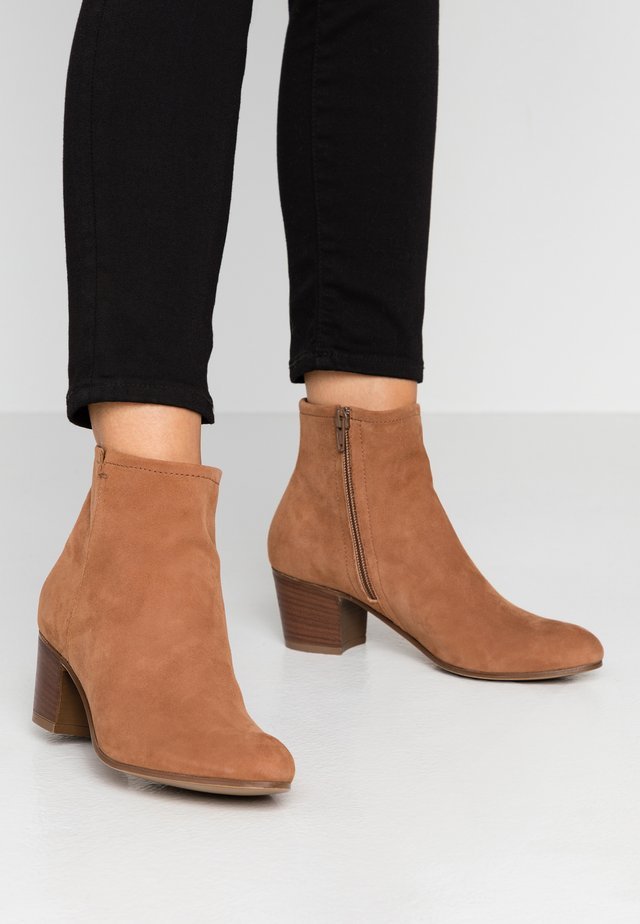 LEATHER BOOTIES - Botki - cognac