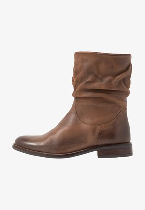 LEATHER CLASSIC ANKLE BOOTS - Støvletter - brown