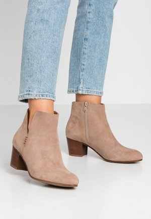 LEATHER BOOTIES - Korte laarzen - beige