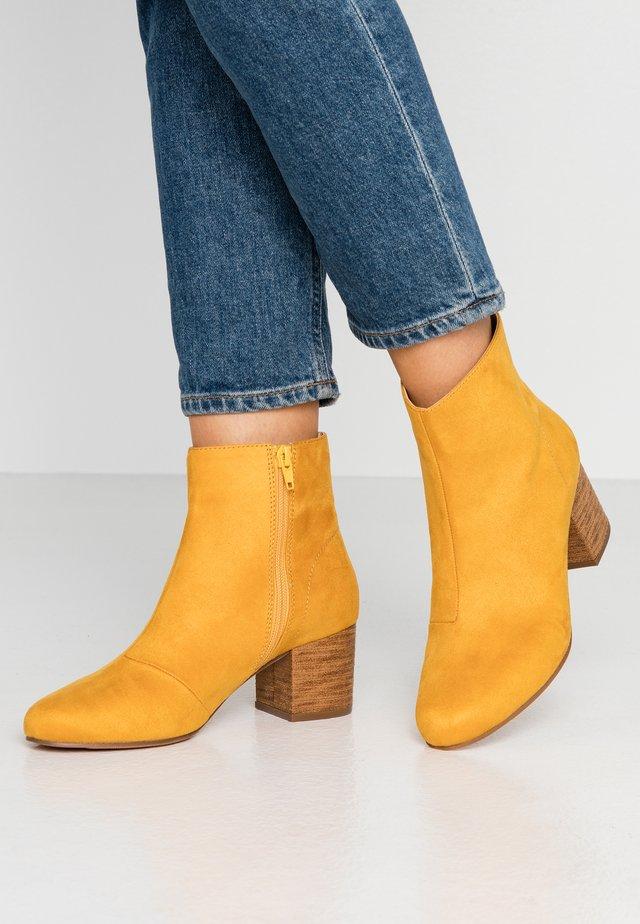 Botki - yellow