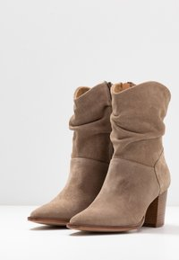 Anna Field - LEATHER CLASSIC ANKLE BOOTS - Botines - taupe - 4