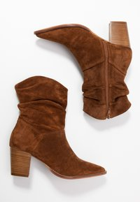 Anna Field - LEATHER CLASSIC ANKLE BOOTS - Støvletter - cognac - 3