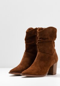 Anna Field - LEATHER CLASSIC ANKLE BOOTS - Støvletter - cognac - 4