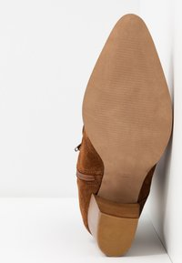 Anna Field - LEATHER CLASSIC ANKLE BOOTS - Støvletter - cognac - 6