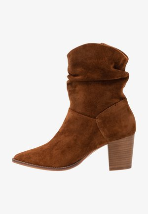 LEATHER CLASSIC ANKLE BOOTS - Bottines - cognac