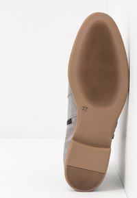 Anna Field - LEATHER ANKLE BOOTS - Botines bajos - light grey - 6