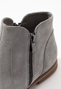Anna Field - LEATHER ANKLE BOOTS - Botines bajos - light grey - 2