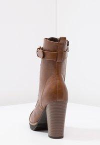 Anna Field - Kotníková obuv na vysokém podpatku - cognac - 4