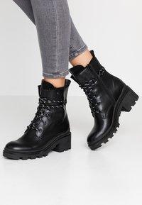 Anna Field - Šněrovací kotníkové boty - black - 0