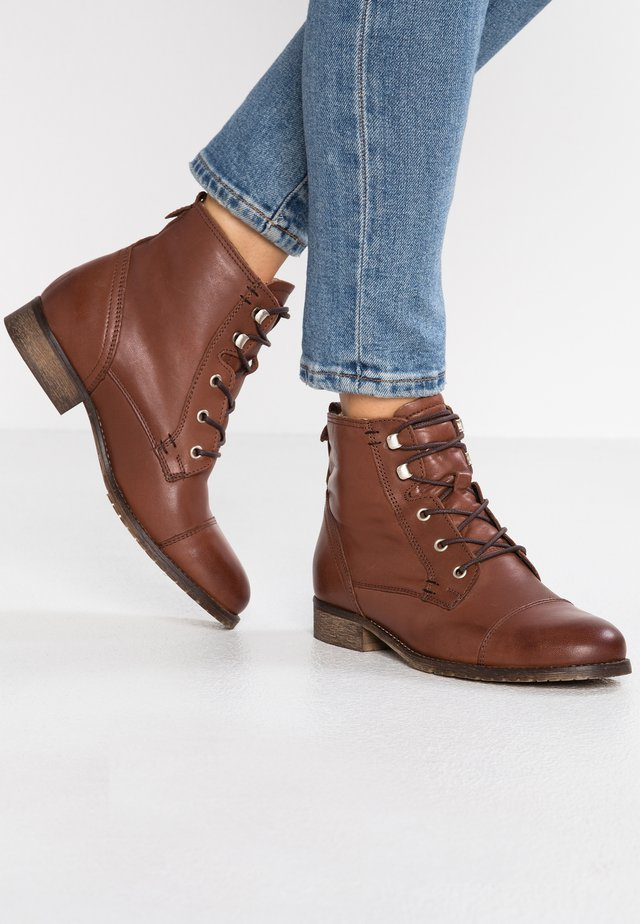 LEATHER WINTER BOOTIES - Snowboot/Winterstiefel - cognac