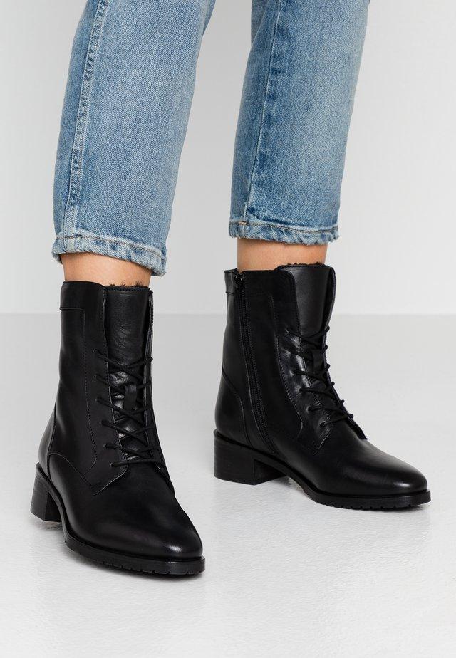 LEATHER WINTER BOOTIES - Bottines à lacets - black