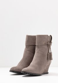 Anna Field - LEATHER WINTER BOOTIES - Winter boots - grey - 4