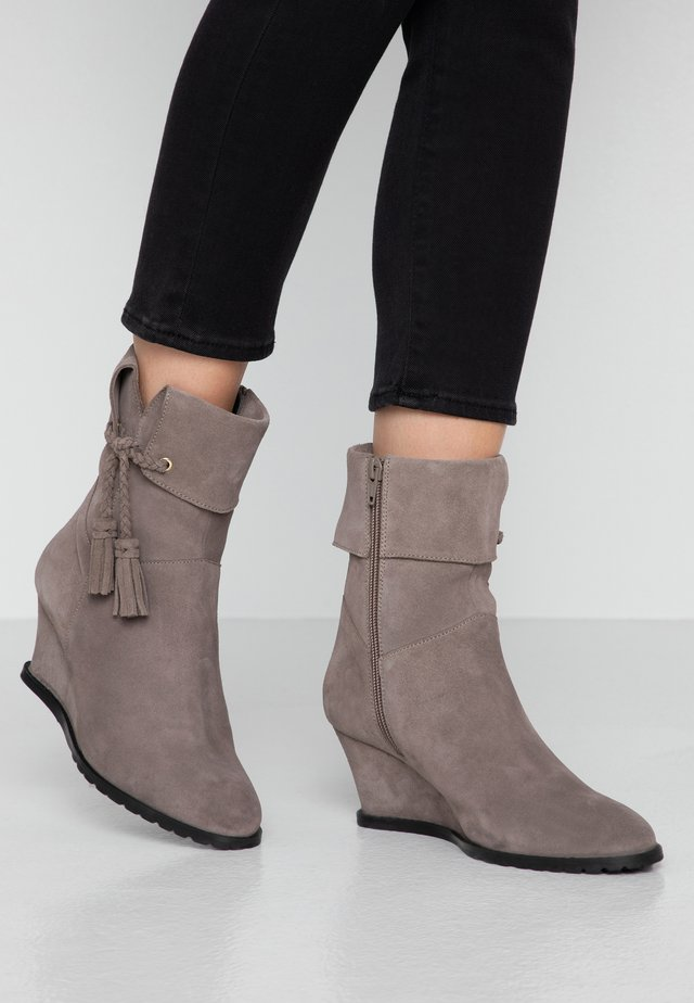 LEATHER WINTER BOOTIES - Snowboot/Winterstiefel - grey
