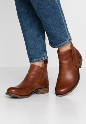 LEATHER WINTER BOOTIES - Winter boots - cognac