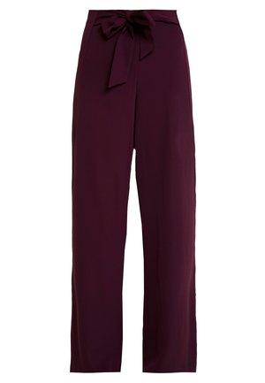 Pantalon classique - winetasting