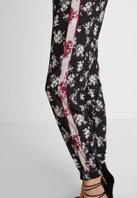 Anna Field - Trousers -  black/red/white - 3