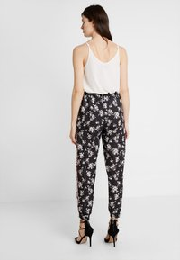 Anna Field - Trousers -  black/red/white - 2