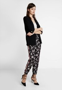 Anna Field - Trousers -  black/red/white - 1