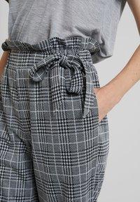 Anna Field - Spodnie materiałowe - black/white - 5
