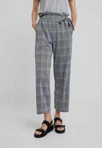 Anna Field - Spodnie materiałowe - black/white - 0