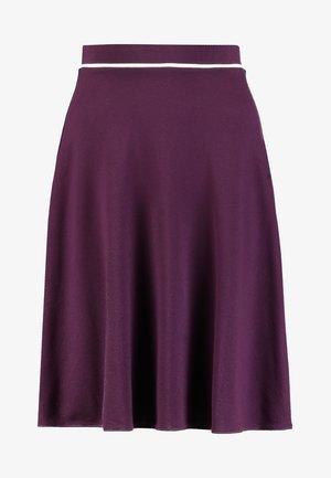 Áčková sukně - potent purple