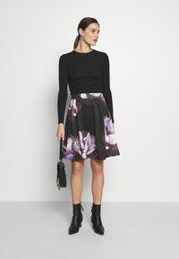 Anna Field - A-line skirt - dark floral - 1