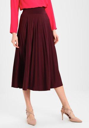 Áčková sukně - red