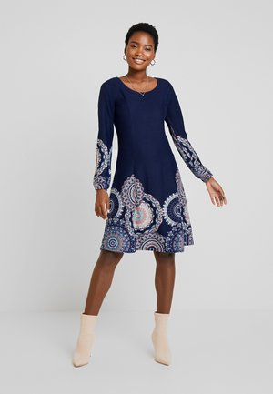 Strikket kjole - maritime blue/rose