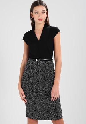 Pouzdrové šaty - off-white / black