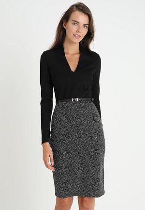 Fodralklänning - offwhite/black