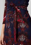 Anna Field - Strickkleid - blue/bordeaux