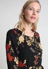 Anna Field - Denní šaty - red/black - 4