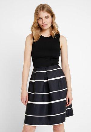 Jerseyklänning - white/black