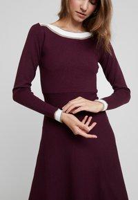 Anna Field - Strikket kjole - winetasting - 4