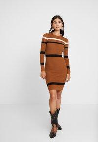 Anna Field - Stickad klänning - camel - 0