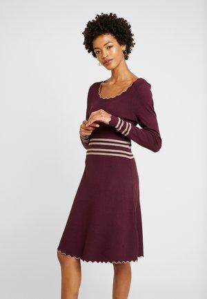 Strikket kjole - winetasting