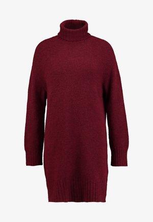 Pletené šaty - winetasting