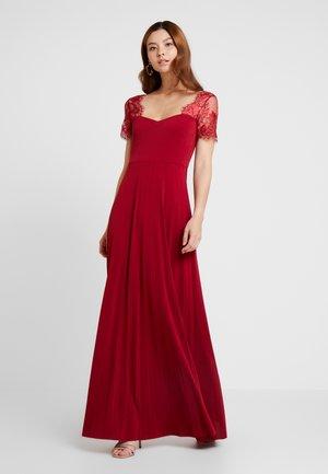 Koktejlové šaty/ šaty na párty - biking red
