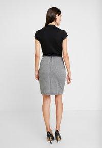 Anna Field - Pouzdrové šaty - white/black - 2