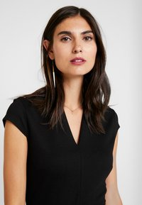Anna Field - Pouzdrové šaty - white/black - 5