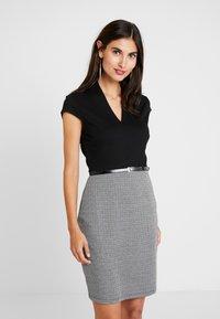 Anna Field - Pouzdrové šaty - white/black - 0