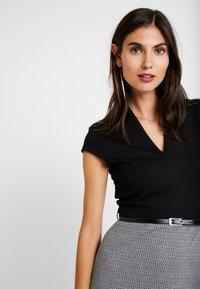 Anna Field - Pouzdrové šaty - white/black - 3