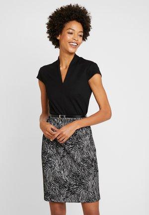 Pouzdrové šaty - white/black