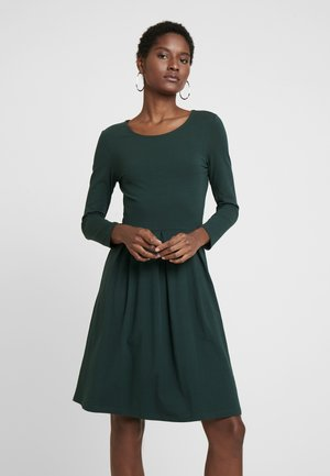 ETUIKLEID BASIC - Jersey dress - scarab