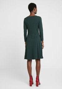 Anna Field - ETUIKLEID BASIC - Pouzdrové šaty - scarab - 2